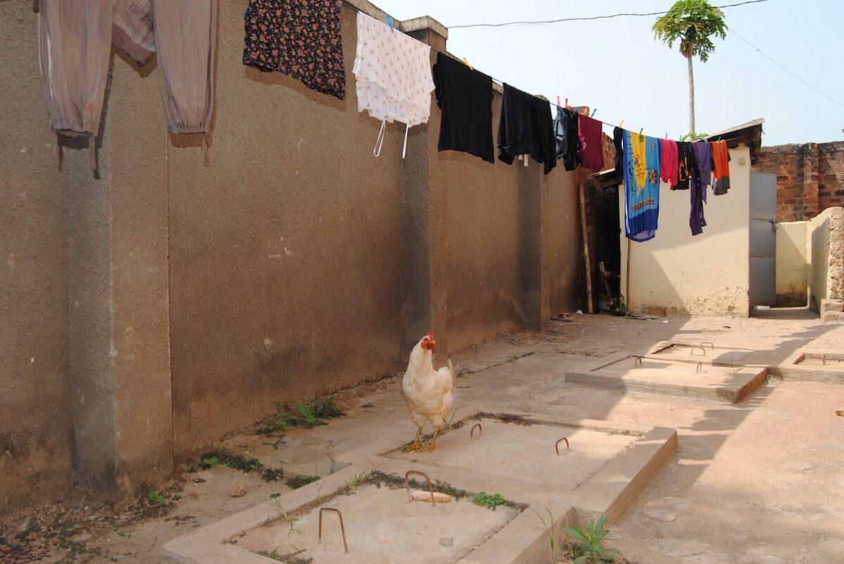 Wäsche waschen & trocknen im Karmalaya Volontärhaus in der Hauptstadt Kampala