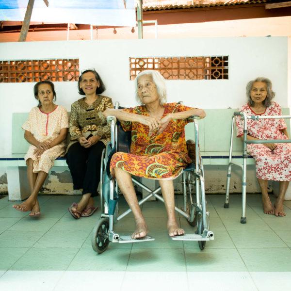 Frauen im Altenpflegeprojekt auf Java