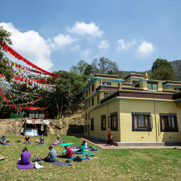 Yoga-Session im Nonnenkloster in Nepal